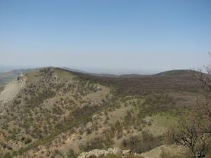 Vârful Cavalu, peretele Memorial și Culmea Pricopanului